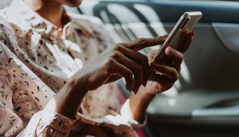 Siri, reprogrammé pour éviter les questions sur le féminisme