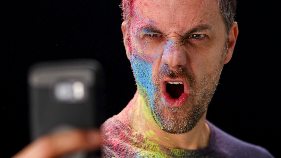 Son iPhone l'aurait rendu gay, il porte plainte contre Apple