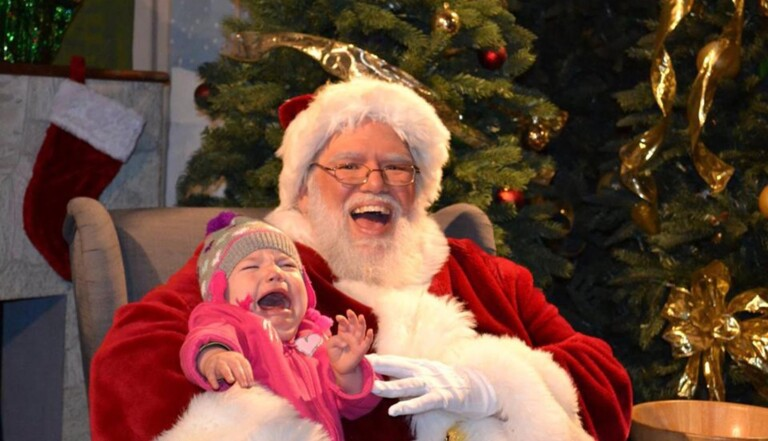 9 photos avec des pères Noël qui font peur aux enfants