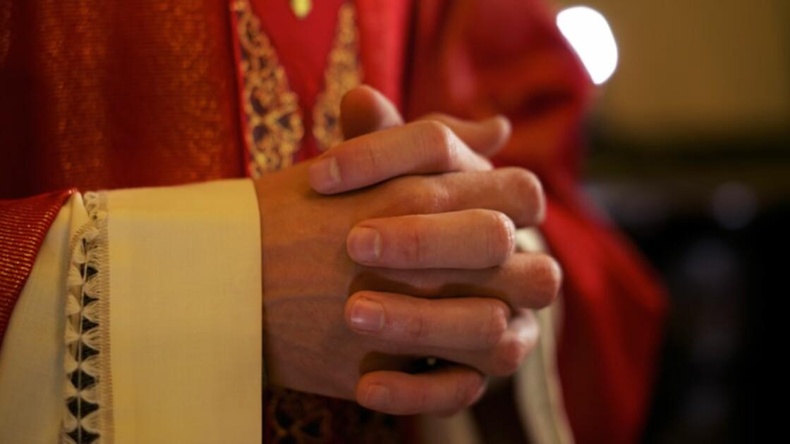 """Des enfants de prêtres témoignent : """"Nous n'aurions pas dû naître"""""""