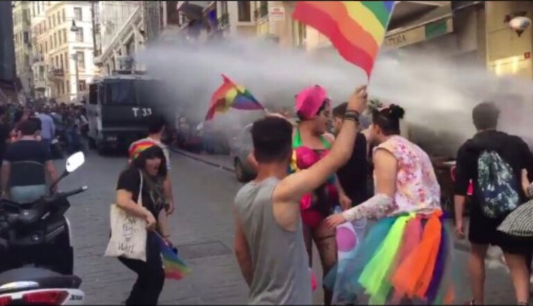 Homophobie : La Pride d'Istanbul violemment réprimée par les forces de l'ordre