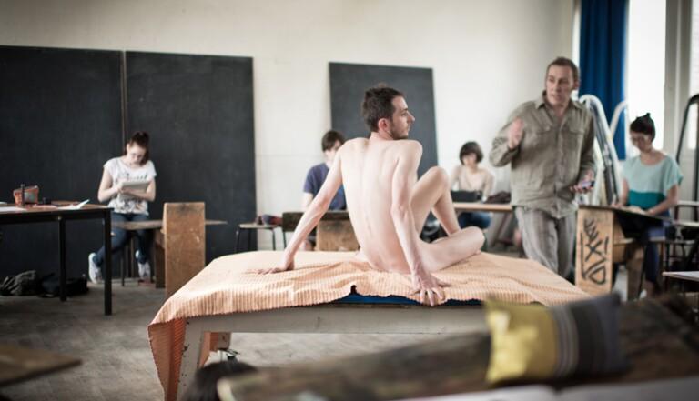 J'ai posé nu pour un cours de dessin (et ça a changé mon regard sur mon corps)
