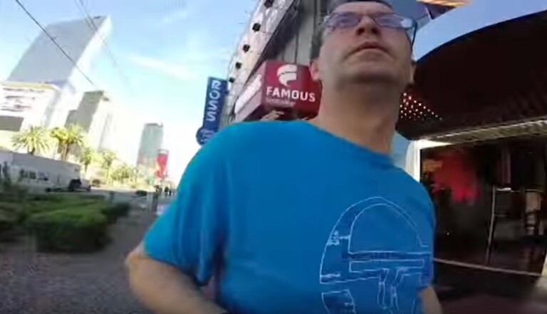 Il filme toutes ses vacances en tenant sa GoPro à l'envers