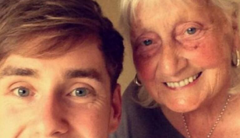 """Une grand-mère écrit """"svp merci"""" après chaque recherche Google"""