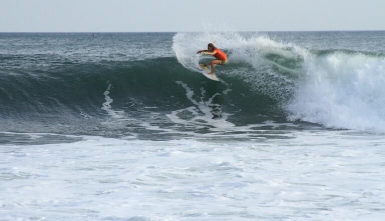 Egalité des sexes : surfeuses et surfeurs auront les mêmes primes en compétitions dès 2019