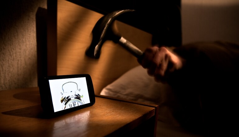 Peut-on laisser son portable sur la table de nuit ?