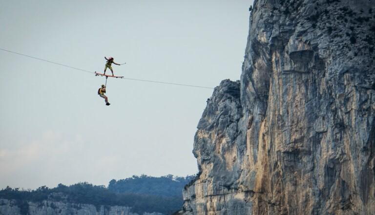 Flying Frenchies, des acrobates qui surfent sur les nuages