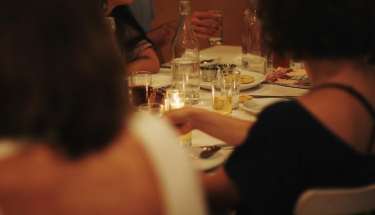 Race To Dinner : quand des femmes blanches payent pour évaluer à quel point elles sont racistes
