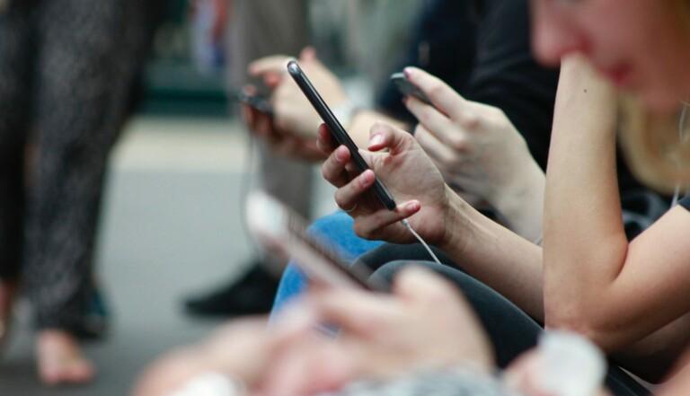 Cyber-flashing : comment AirDrop facilite l'envoi d'images sexuelles non sollicitées dans les transports