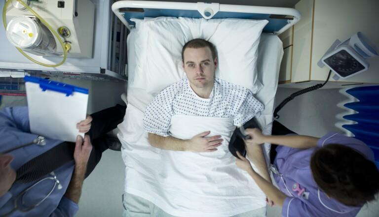 """Éthique à l'hôpital: """"Entre le patient de 75 ans et celui de 30 ans, lequel va-t-on choisir?"""""""