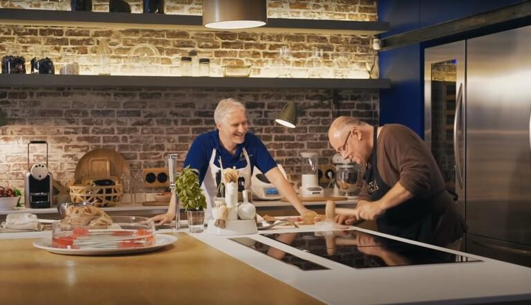 """Cuisinez en compagnie d'acteurs de Kaamelott avec """"Des quiches et des Hommes"""""""