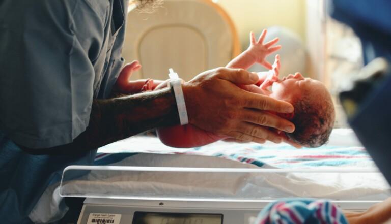 Maternités : Une pétition pour garantir l'accompagnement en salle de naissance malgré le Covid-19