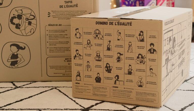 Des cartons de déménagement réutilisables en jeux sur l'égalité femmes-hommes