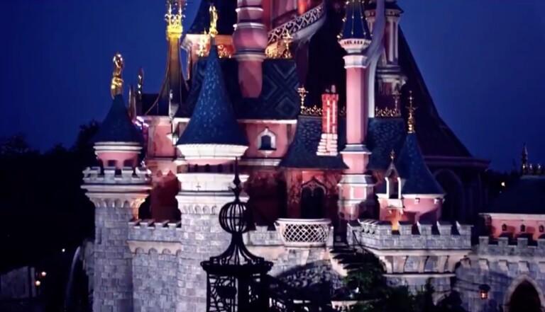 """Disneyland Paris : """"Un jour mon prince viendra"""" chantée par un homme, dans la publicité de réouverture du parc"""