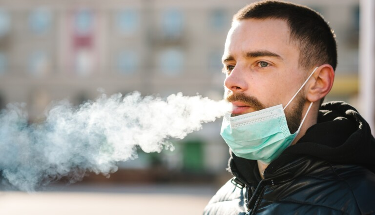 Baume à lèvres, PrEP, visière, cigarette… et Covid-19 : ce que l'on sait (ou pas) sur ces méthodes miracles pour se protéger