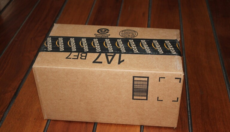 Faut-il taxer Amazon ? Une centaine d'ONG et d'élus appellent à « stopper » le géant du e-commerce
