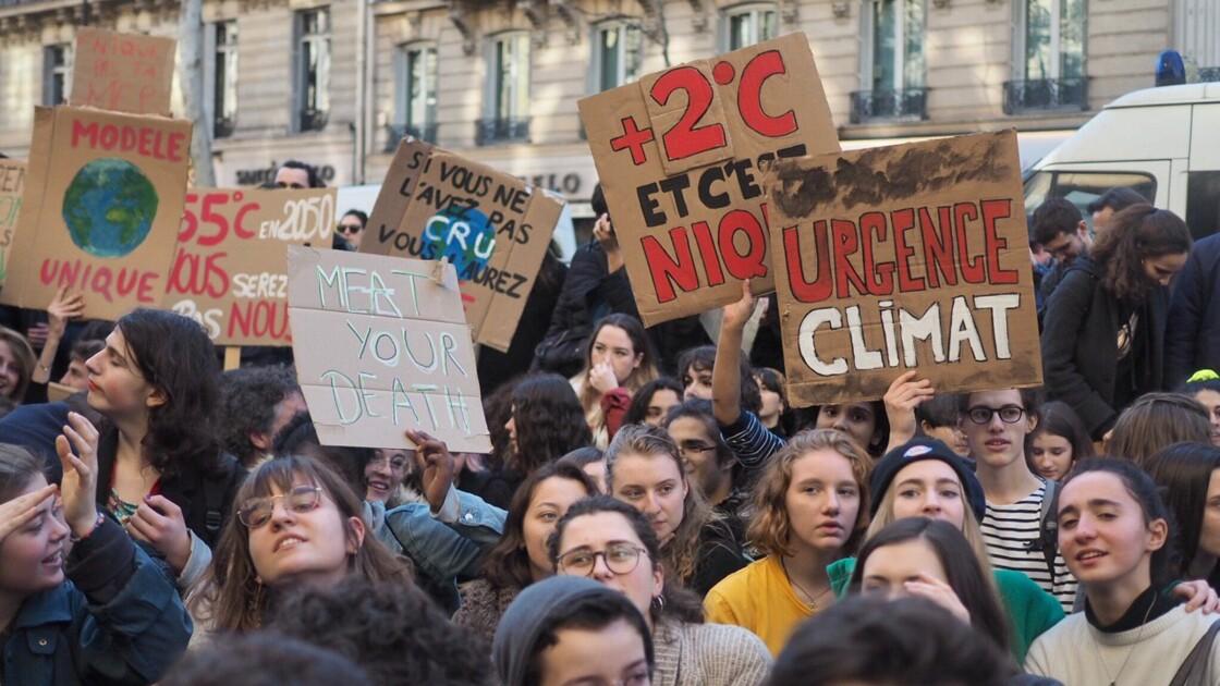 """Fridays for future : les étudiants """"en grève pour le climat"""" manifestent pour un lendemain plus vert"""
