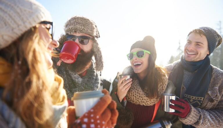 Grog, vin chaud, lait de poule... la folle histoire des boissons d'hiver préférées des Français