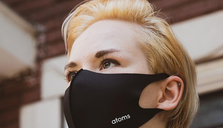 « Je suis enfin anonyme » : pour eux, le masque est un outil de libération
