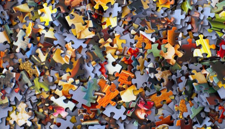 Scrabble, puzzle, mots-croisés, broderie... Mais pourquoi on se met aux hobbies de vieux ?