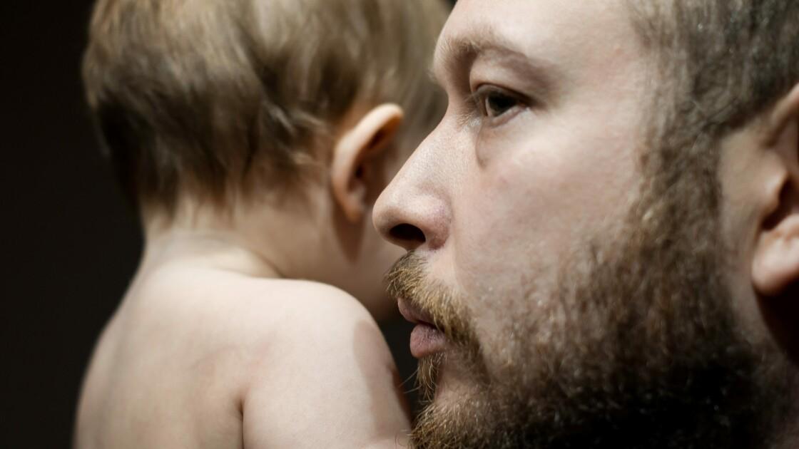 Dépression post-partum : les nouveaux pères sont également concernés, selon cette étude