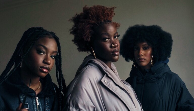 """""""Le taff d'un artiste est de rendre visibles ceux qu'on invisibilise"""" : Néhémie Lemal met en lumière les peaux noires"""