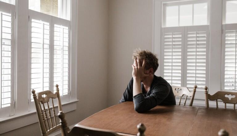 Confinement, couvre-feu... La crise sanitaire augmente les risques d'abus d'alcool chez les LBGT+
