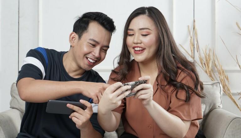 Les utilisateurs d'Android font de meilleurs partenaires que les amateurs d'iPhone (parce qu'ils y passent moins de temps...)