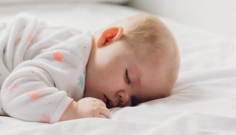 Comment habiller bébé la nuit, sans le réveiller?