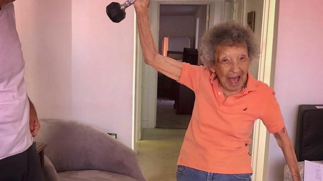 A 102 ans, elle participe au cours de sport en visio de son arrière-petit-fils