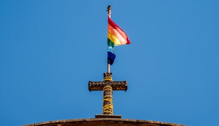 Bénédiction des couples homos : en Allemagne et en Suisse, des églises se rebellent contre le Vatican