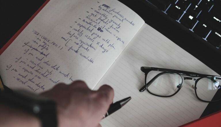 Continuez à prendre vos notes au stylo, pour améliorer mémoire et efficacité