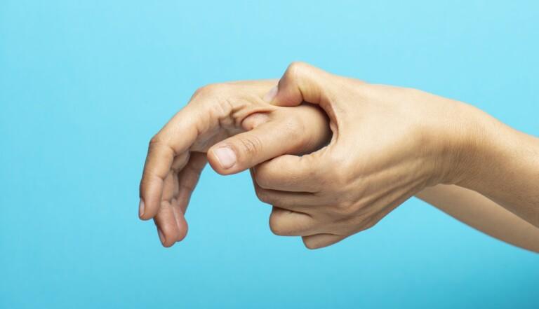 Automassage : a-t-on vraiment besoin d'un coup de main pour se faire du bien ?
