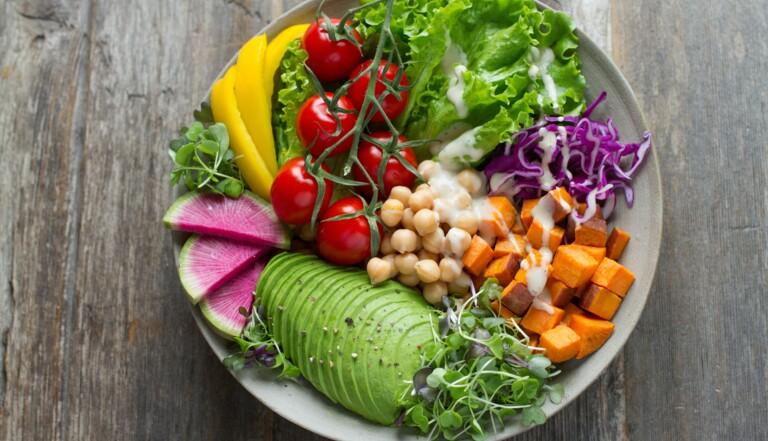 Être végétarien ou végétalien augmenterait le risque d'AVC (mais réduit les maladies cardiaques)