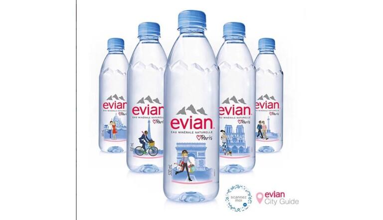 Evian : un couple d'hommes sur une bouteille attise la haine des homophobes (et l'humour des autres)