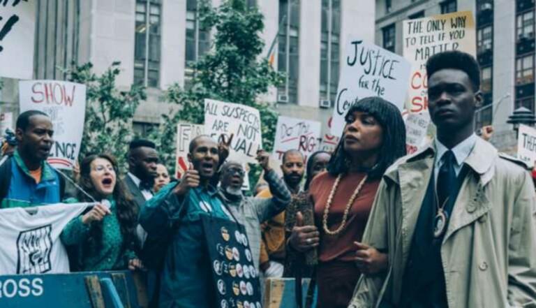 """Viol et discriminations raciales : """"Dans leurs regards"""" est la série Netflix à voir ce mois-ci"""