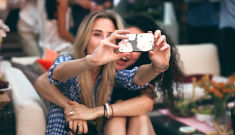 Selfie : Simple autoportrait ou crise de narcissisme aiguë ?