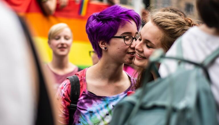 Et maintenant, que se passe-t-il lorsqu'on tape «lesbienne» sur Google?