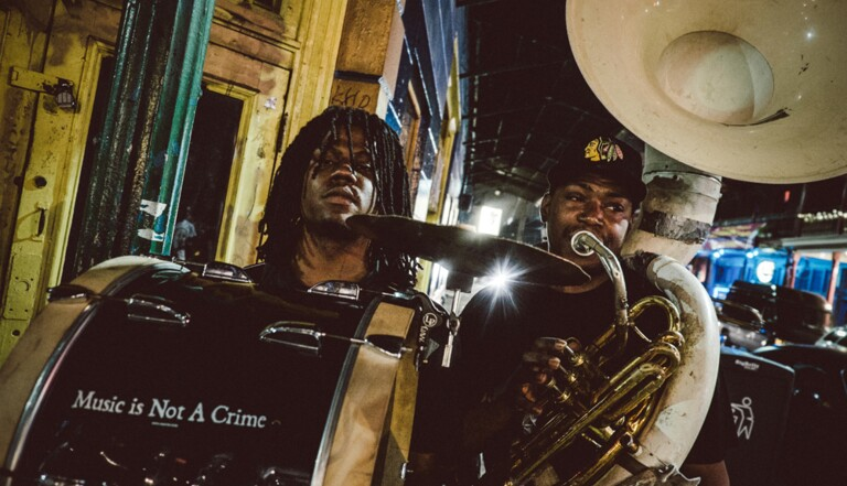 À La Nouvelle-Orléans, la musique adoucit les meurtres (PHOTOS)