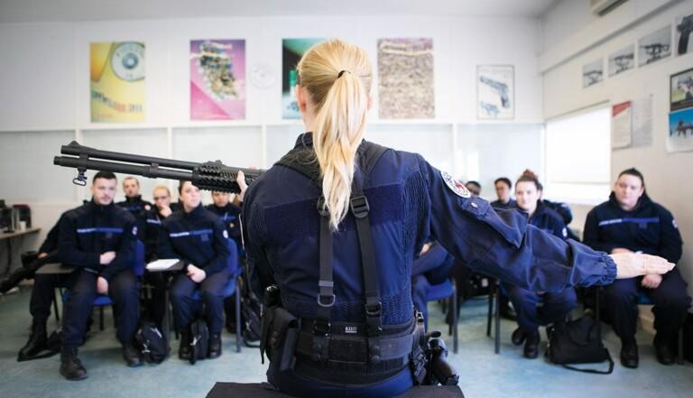 Reportage à l'Enap, l'école qui forme les surveillants de prison