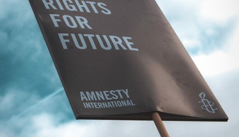 Droit de manifester, violences policières, migrants... la France épinglée par Amnesty