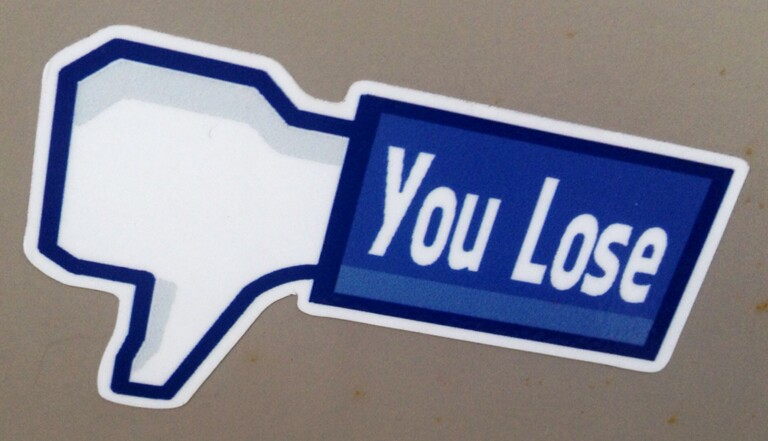 Facebook, Twitter... La nouvelle place du village pour lynchage public? (Interview)
