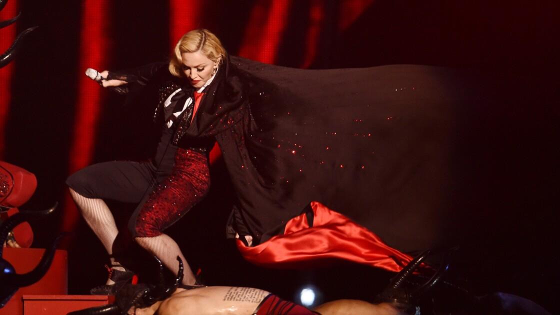 7 chutes d'artistes sur scène