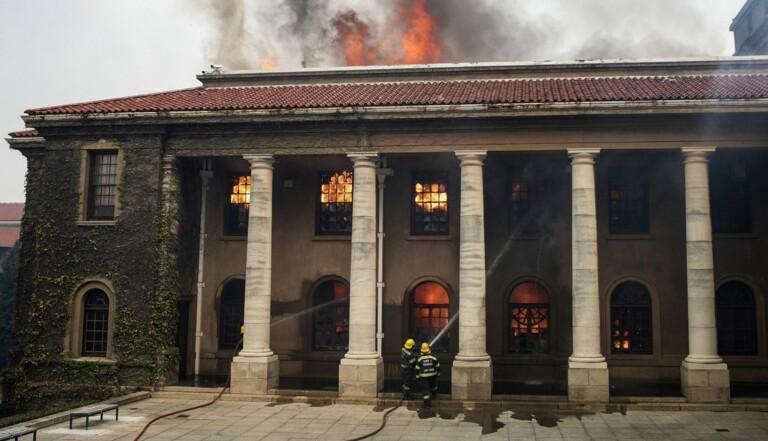 Avec l'incendie de l'Université du Cap, une partie de l'histoire de l'Afrique du Sud et de l'apartheid part en fumée