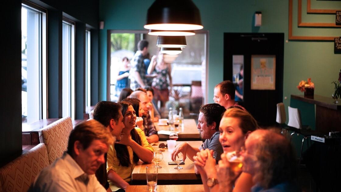 Le secret du bonheur : ne surtout pas manger seul