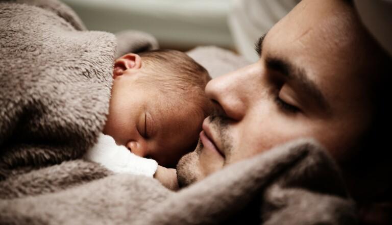 Avoir un bébé perturbe votre sommeil pendant six ans
