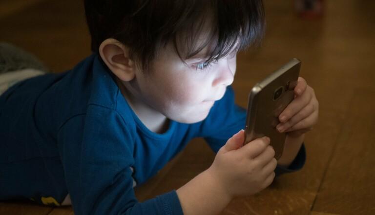 Ne mettez pas vos enfants devant la télé le matin : ils ont 3 fois plus de risques de développer des troubles du langage