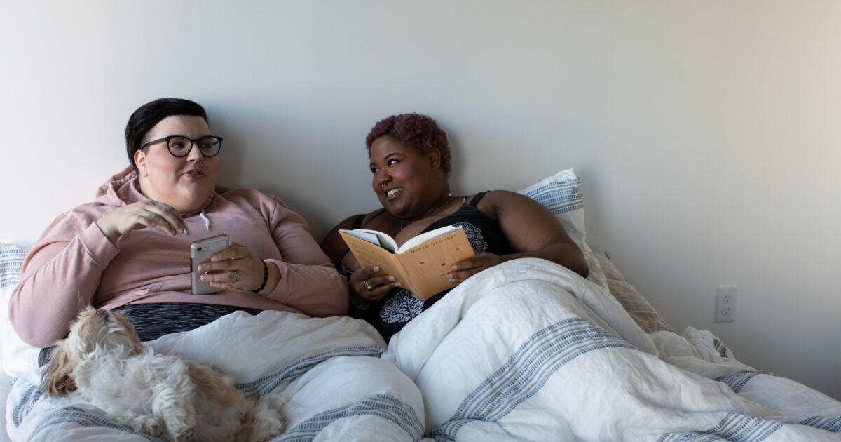 Faire l'amour, se disputer, dormir... que font les Français·es dans leur lit ?