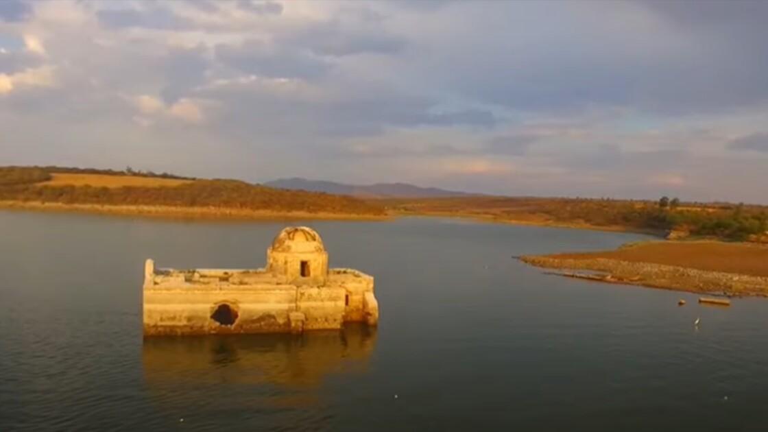 Réchauffement climatique : la sécheresse sort des eaux une église mexicaine submergée depuis 40 ans
