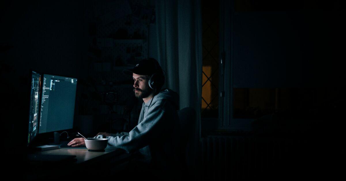 Les couche-tard auraient tendance à être plus touchés par la dépression, révèle une étude